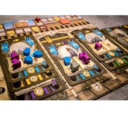 Un exemple de plateau personnel du jeu de société Masters of Renaissance en cours de partie