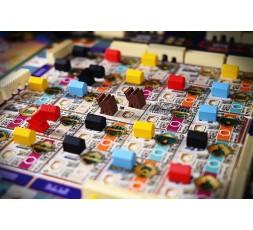 Vue sur la ville avec tous les quartiers du jeu Merv en cours de partie